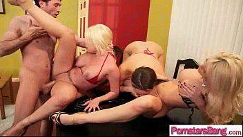 La bellezza viziosa della pornostar ama sempre unenorme asta per il sesso di gruppo video-01