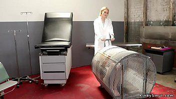 Анальная терапия для пациентки блондинки-лесбиянки